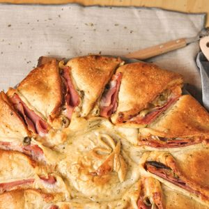 Pizza Girasol de Jamón York con Aceitunas